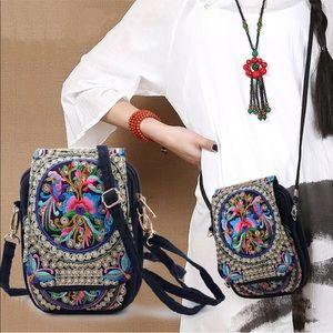 Handbags - ✨Boho Embroidered Purse✨